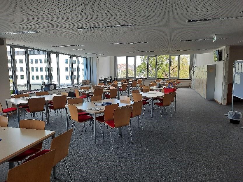 Die neuen Räumlichkeiten werden von Schulverwaltung und Lehrern bereits genutzt, jetzt fehlen nur noch die Gymnasiasten.