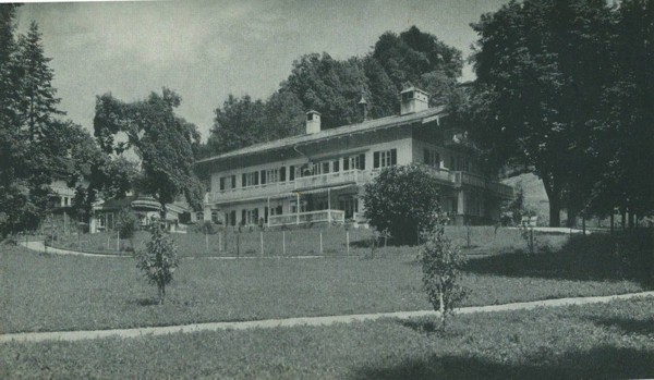 """Ganghofers Wohnhaus """"Villa Maria"""" in Tegernsee, das er nur kurze Zeit bewohnen konnte, bevor er dort am 24. Juli 1920 verstarb."""