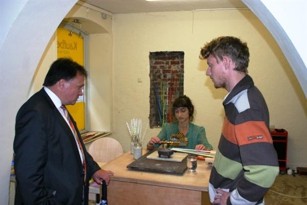Die Existenzgründer zusammen mit Oberbürgermeister Bosse beim Quartiersfest 2012